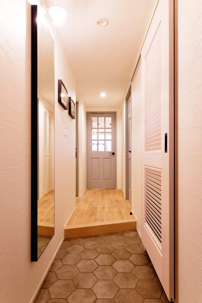 玄関に入り正面の扉を開けると素敵な景色を一望できます
