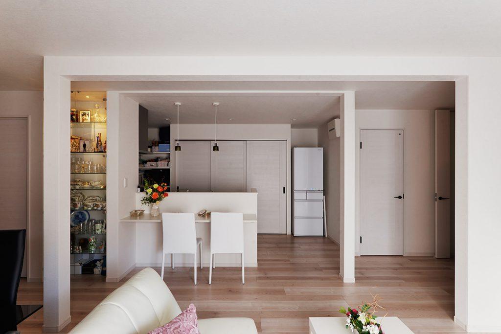 家の端っこにあったキッチンを中心に移設し、明るい空間で料理ができるようになりました。