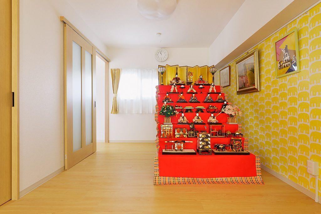 【フリ-スペ-ス】「好きな絵も飾れるし、娘が七五三の時に母が作ってくれた木目込みの7段飾りのお雛様を飾る場所が出来てすごくうれしい」とS様