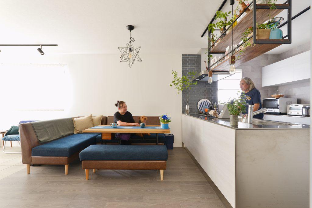 LDK:オープンスタイルでお料理しながら話したり、コーヒーを淹れて寛いだり。 夫婦でゆったりとした時間を過ごせます。