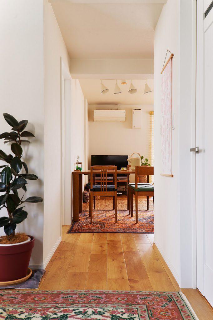 2階LDK:木の温かみを活かすため、壁や建具はあえてシンプルに仕上げました。