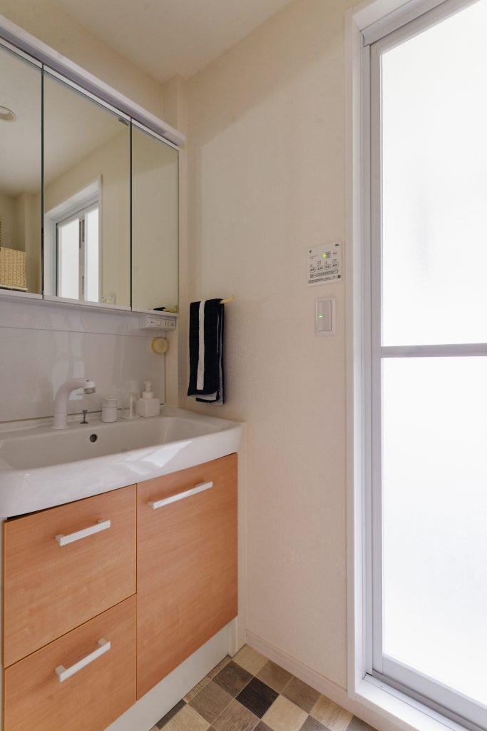 洗面室:明るくキレイな洗面室