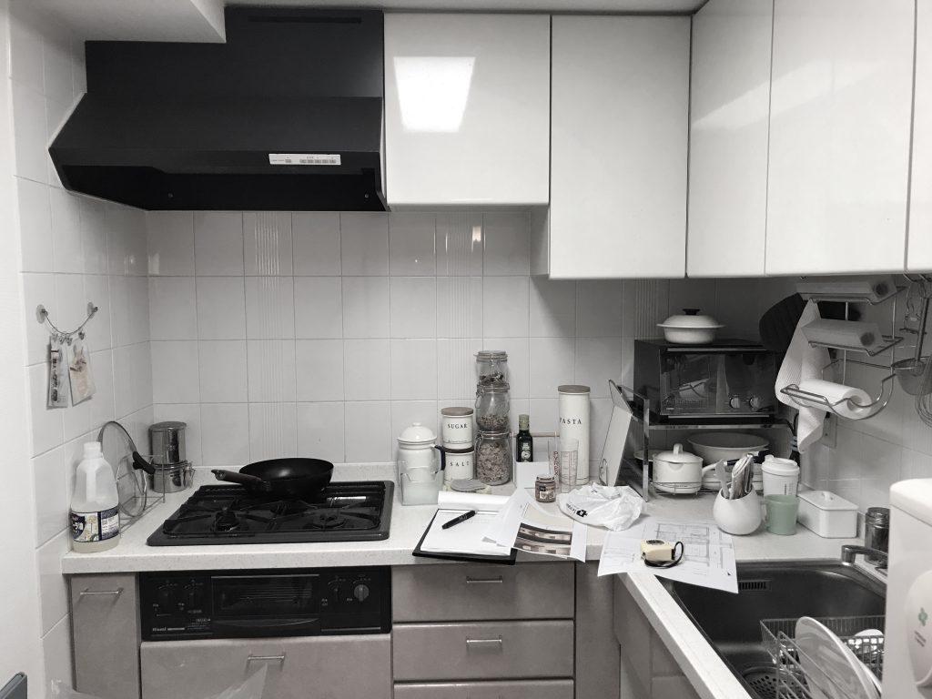 マンションでよくあるL型の独立キッチン。予算のこともあり当初、対面にすることはあきらめてしまっておりました。