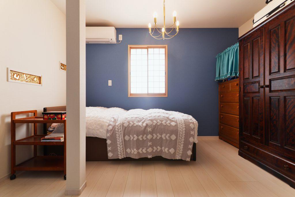 寝室:障子もご実家の形のまま利用し、窓を特注で注文しました。