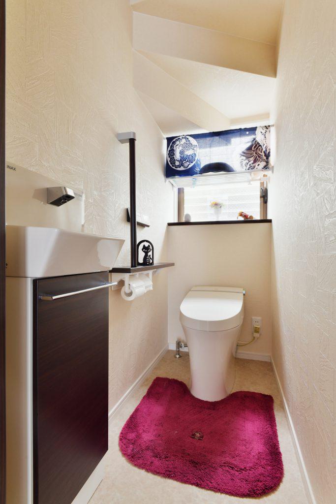 トイレ:手すりで安心なトイレ