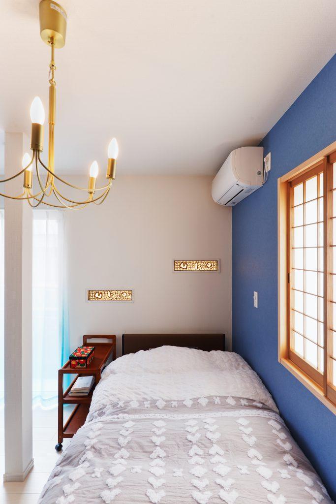 寝室:お気に入りの北海道家具。思い出の障子や欄間。思い出の詰まった寝室。【Before】もともとご実家にあった特徴的な欄間。思い出をそのままに灰汁洗いをしてきれいにして再利用しています。