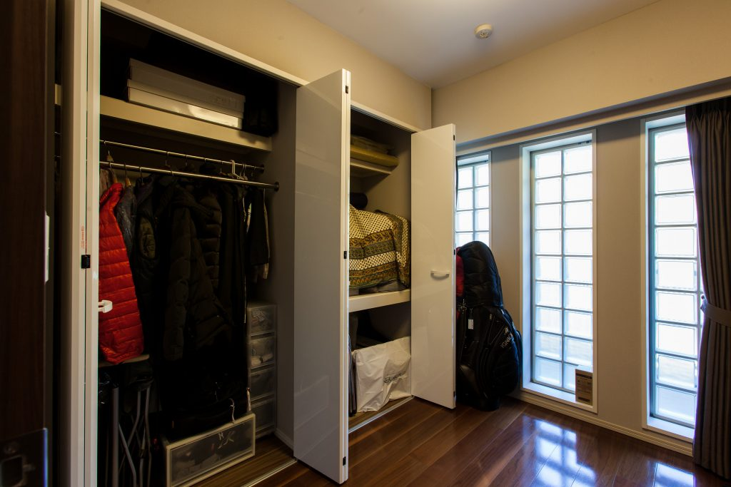 収納:収納はそれぞれの方に合わせて作っていきます。洋服の量、食器の形等を確認してマッチした収納にします。