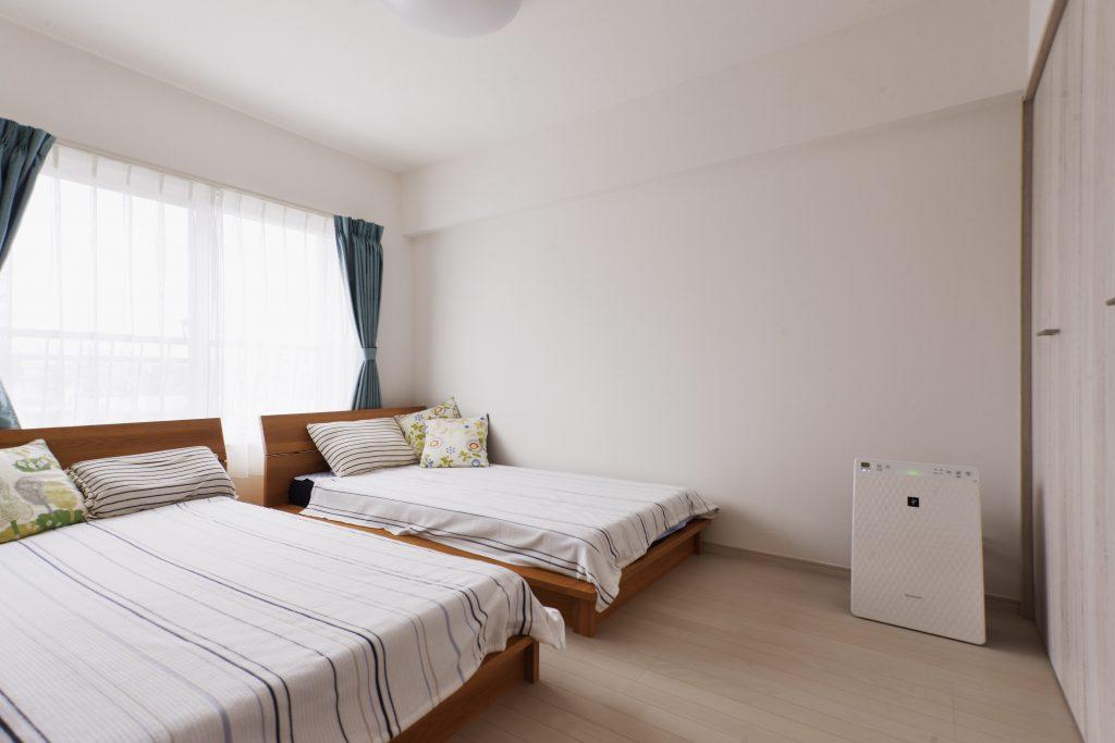寝室:白を基調としたすっきり空間