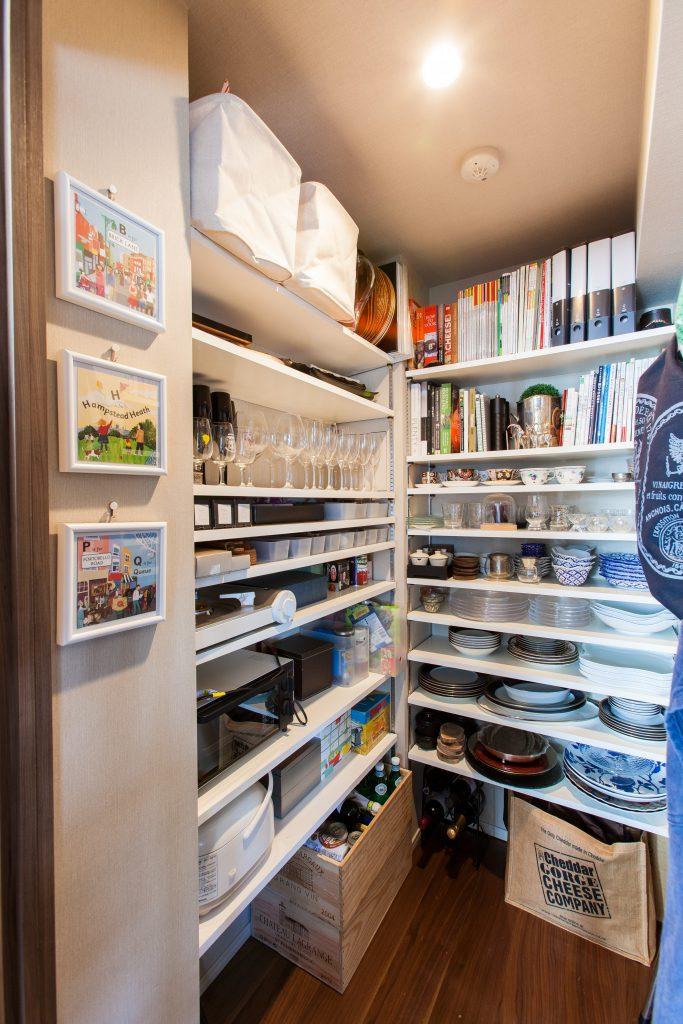 収納はそれぞれの方に合わせて作っていきます。洋服の量、食器の形等を確認してマッチした収納にします。